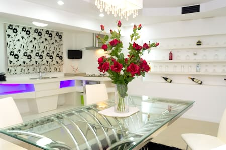 White Elegance with a Modern Touch - Bang Lamung - House