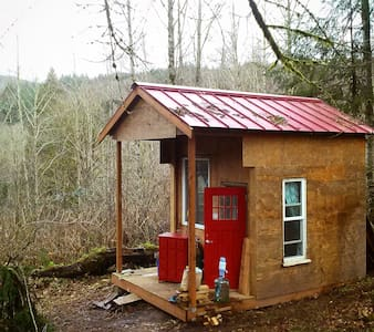 "Red Cabin on the Hill, ""Glamping"" - Cabin"