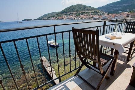 Seafront Beach Apartment - Appartement