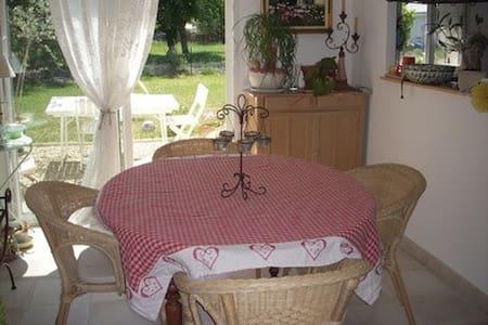 chambre agréable au calme - Haus