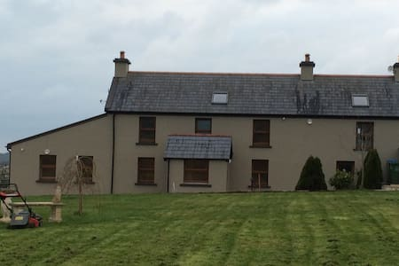 Cosy farmhouse located near schull