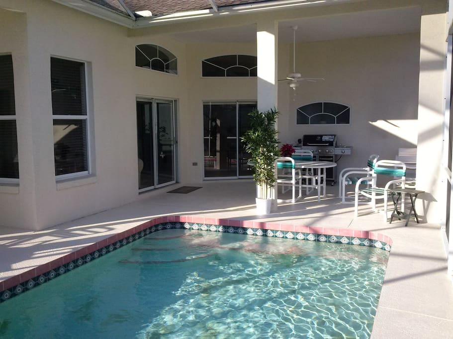 Pool and Patio (La piscine privative et le patio)