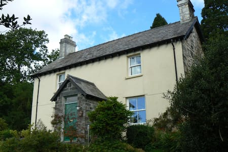 Lovely Double bedroom £60 per night - House