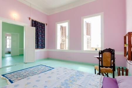 ORİGİNAL SPACİOUS ROOM,VERY CENTRAL - İzmir - Bed & Breakfast