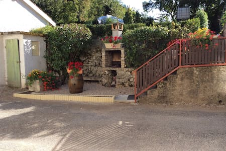Maison de village jardin parking - Matafelon-Granges