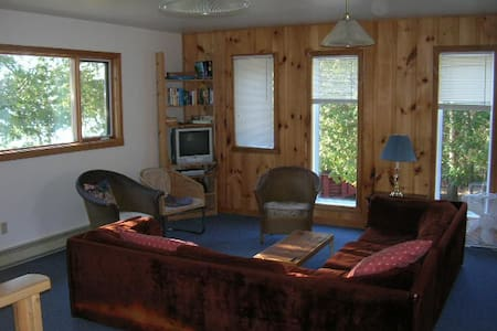 A modern 2 story electric heated water front cottage with all the basics you need for 2 days or a week, bedding, fire-pit & wood, dock, dishwasher, 7 mountain bikes, 2 kayaks , canoe, BBQ,  paddle boat . Well equipped kitchen with basics supplies.