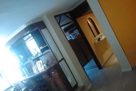 Habitación privada en apto familiar - Appartement
