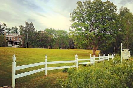 Fieldguide Farmhouse - Ház