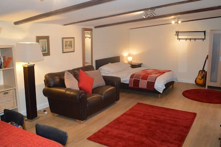 Rural Retreat Cowbridge nr Cardiff - Bonvilston - Chalet
