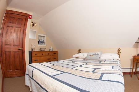 Clean, Comfortable Family Room #1 - Bridgewater