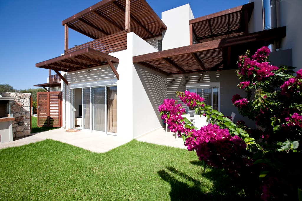 Villa Cassiopia its ideal for big groups with eazy acsess to the next villa