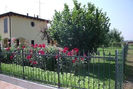 Casa immersa nella campagna - Campogalliano - Casa