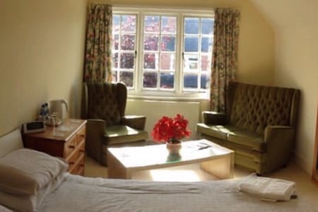 Beautiful House in Centre of Romsey - Bed & Breakfast