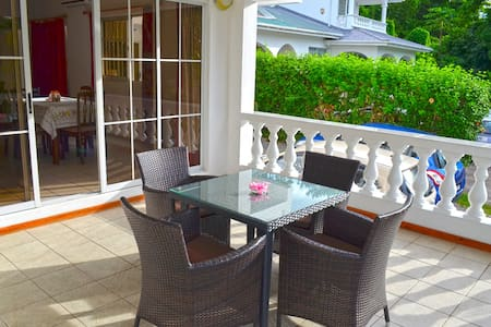 rowsvilla self catering apartments - Beau Vallon