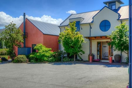 Central to Queenstown and Wanaka - Bed & Breakfast
