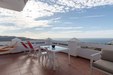 Sea views, pool, big terrace, new! - Appartement