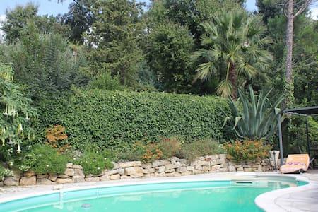 Villa swimming pool, nature & beach