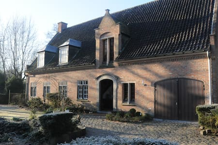 Feel at home in this Authentic Bed and Breakfast ! - Sint-Martens-Latem - Szoba reggelivel