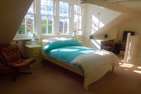 4 mins walk to Hitchin rail station - Hitchin - B&B