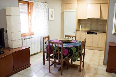 Apartamento en una zona tranquila - House