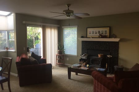 Large quite house with great access to places - Rocklin - Casa