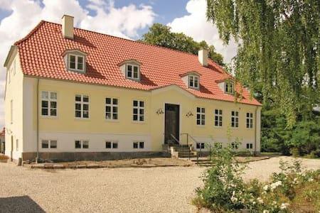 Smuk Præstegård i HC Andersen idyl - Otterup - Bed & Breakfast