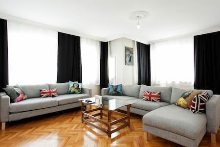 1 Room in Large Flat Near Airport - Huoneisto