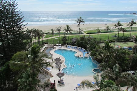 Beachfront Palm Beach, Gold Coast - Palm Beach - Apartment