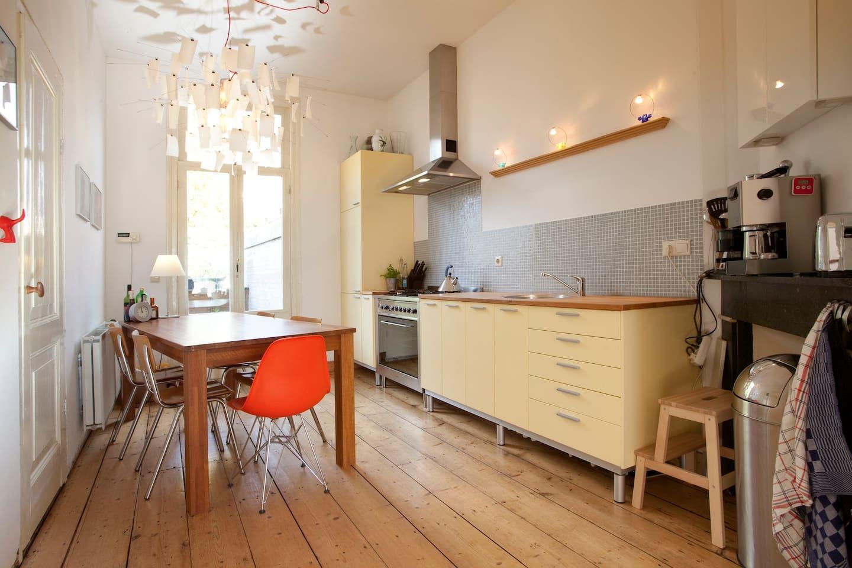 Kitchen en suite to living room