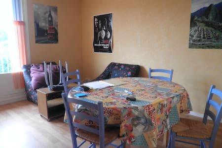 Chambre dans maison campagne - Hus