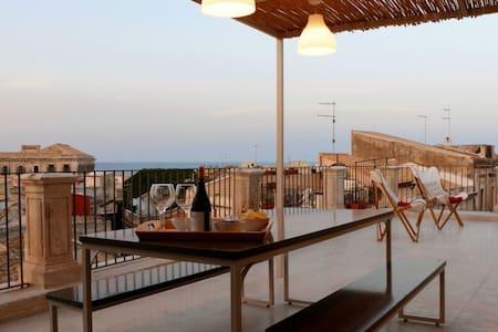 Apollo Suite: sea terrace Ortigia - Apartment