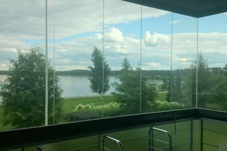 City-kaksio Jyväsjärven rannalla.
