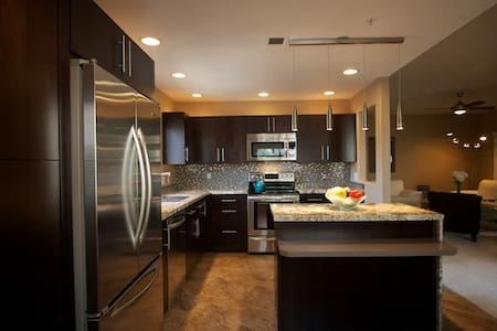 Welcome to sunny Scottsdale. We have a place that you will love to call home. All the amenities in the house as well as in the immediate area. Come explore, shop, play and relax!