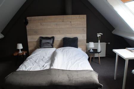 Zolderkamer, zie omschrijving - Bed & Breakfast