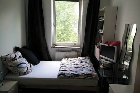 Room type: Private room Bed type: Real Bed Property type: Apartment Accommodates: 3 Bedrooms: 1 Bathrooms: 1.5
