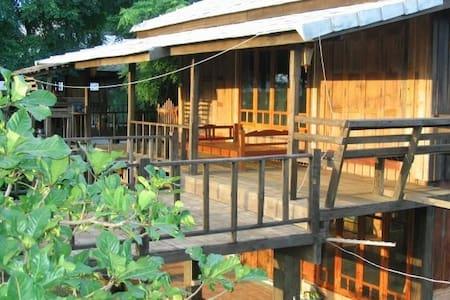Teak Wood Lanna House in Chiang Mai - Mueang Chiang Mai - Dům