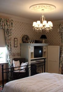 zeer ruime kamer op 1 ste verdiep - Kortrijk - Bed & Breakfast