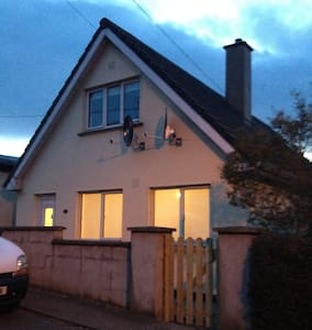 Bright 2BD House 5mins from the Sea
