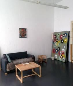 Ladenwohnung mit Werkstattcharakter - München - Apartment