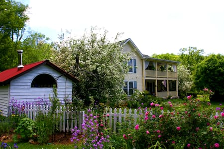 Meadowsweet Gardens - Rose Room - West Jefferson - Bed & Breakfast