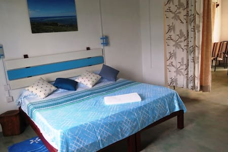 Deluxe Room - Breakfast - Port Mathurin - Casa