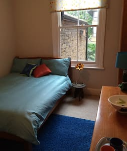 Colourful double room in Camberwell - Hus