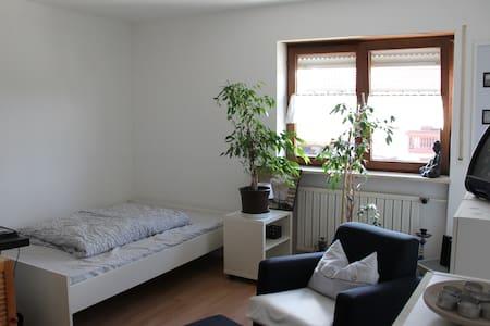 Schönes helles Zimmer - Byhus