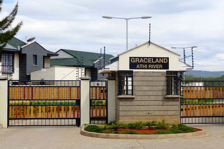 Graceland Maisonette 15min airport