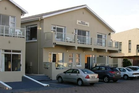Whale Watchers Inn, Witsand. - Bed & Breakfast