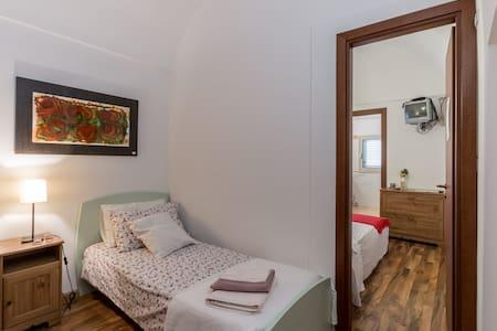 Triple room - Bed & Breakfast