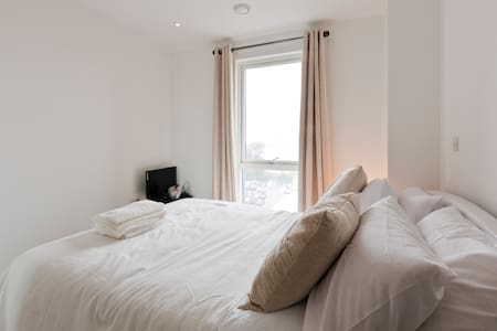 Luxury room next to Slough station - slough