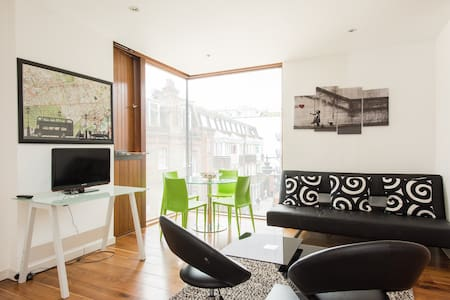 Central Soho Conversion, sleeps 8