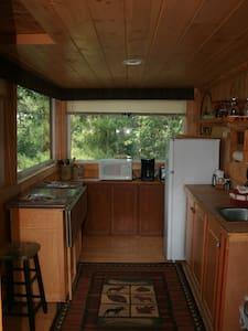 Creekside Cabin near Yellowstone - Cody - Cabin