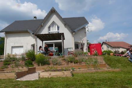 maison lumineuse à la campagne - Nayemont-les-Fosses - House